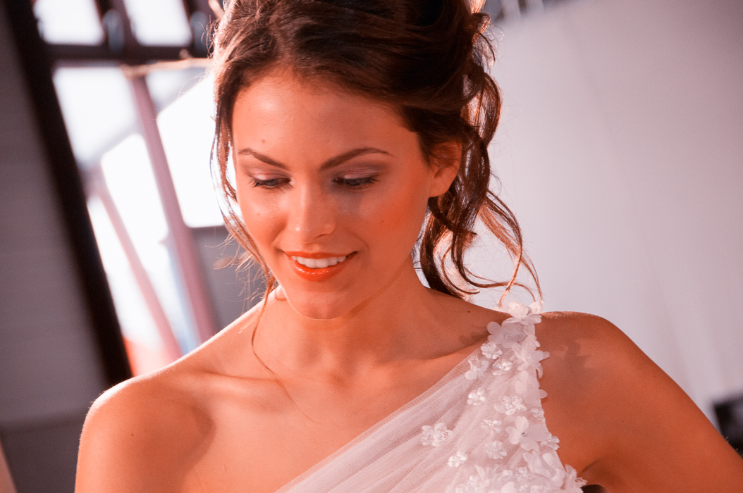 Braut Model auf der Hochzeitsmesse während der Modenshow